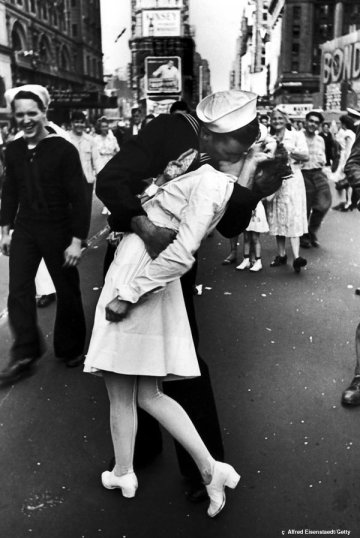 The kissing sailor, Greta Zimmer Friedman, George Mendonsa